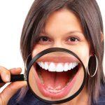 Odsłonięte szyjki zębowe i nadwrażliwość? To objaw recesji dziąseł