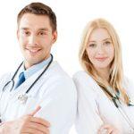Szczotka, pasta, bezcukrowa guma, czyli zalecenia stomatologów. Co rekomendują swoim pacjentom lekarze?