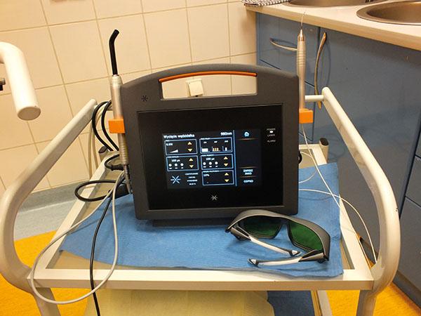 Fot. 1. Przygotowanie lasera Smart M do zabiegu.