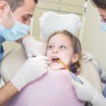 Lakierowanie zębów redukuje próchnicę u dzieci nawet o 43%