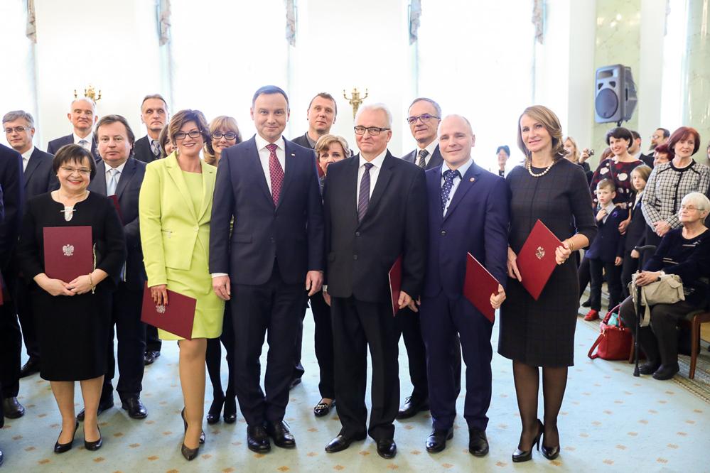 Prezydent RP Andrzej Duda wręczył akty nominacyjne nauczycielom akademickim oraz pracownikom nauki i sztuki (fot. Krzysztof Sitkowski / KPRP)