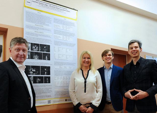 Autorzy pracy (od prawej) Jakub Hadzik, Maciej Krawiec, prof. Marzena Dominiak i prof. Tomasz Gedrange.
