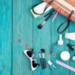 Podręczna kosmetyczka nowoczesnej kobiety – co w niej znajdziemy?